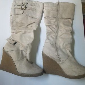 Beige/off white boots